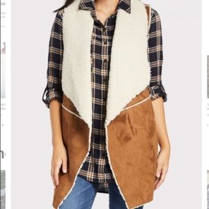 Hot Fall Trend! NWT Evereve Beatty Shearling Vest